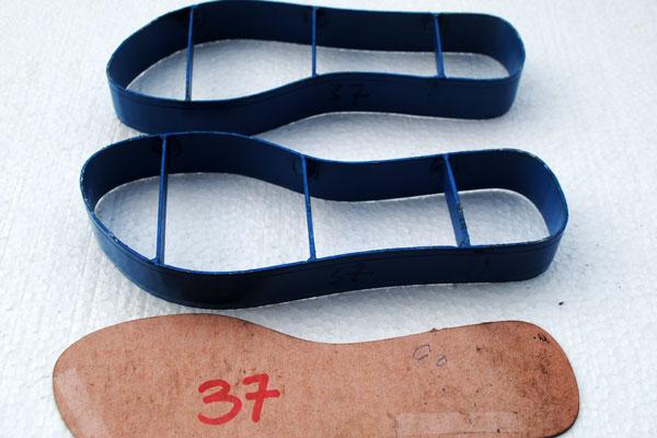 Pisau yang dibuat dijamin persis sesuai dengan mal yang diberikan.
