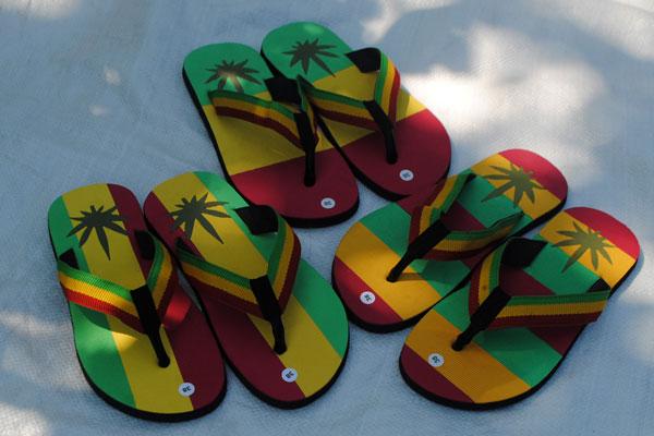sandal motif rasta