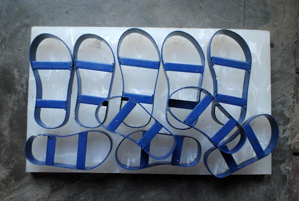 bentuk-pond-sandal-diatas-telenan