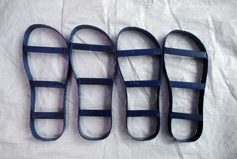 satu-rol-sandal-pisau-jadi