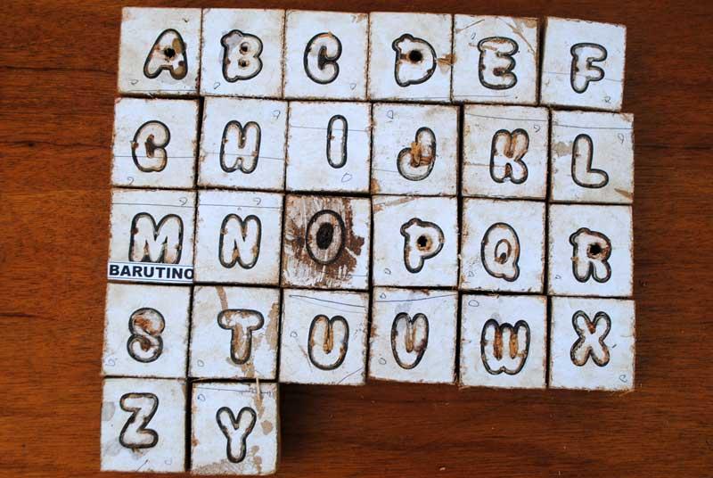 bagaimana-cara-membuat-pisau-huruf-abjad