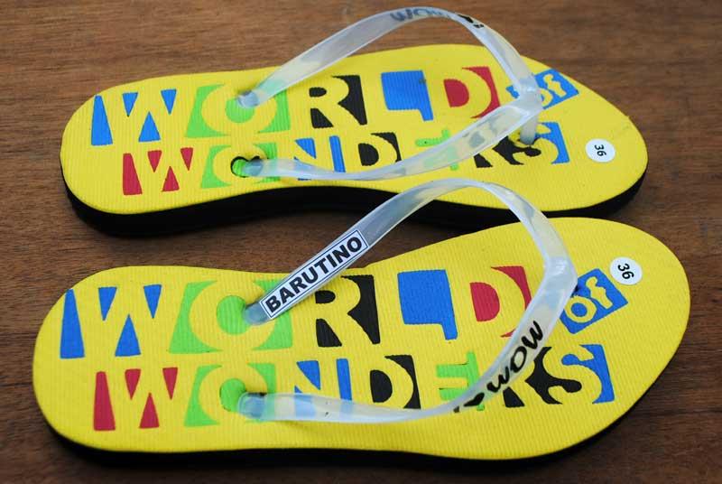 sandal-dibuat-atas-pesanan-khusus-untuk-dijual-lagi