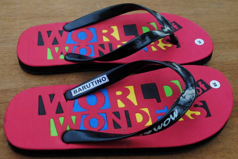 sandal-i-love-wow-wajib-dibeli-kalau-berkunjung
