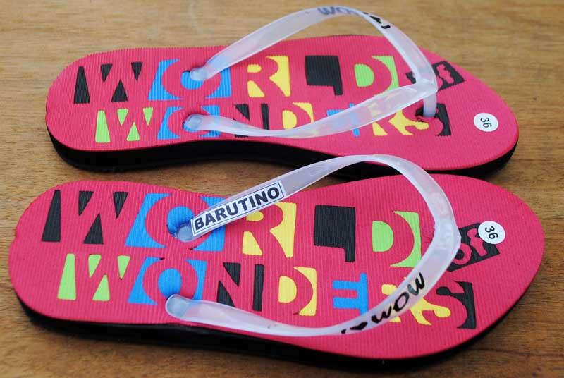 sandal-wanita-untuk-usaha-souvenir-di-toko-oleh-oleh