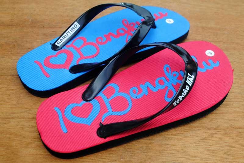 traveling-di-bengkulu-pakai-sandal