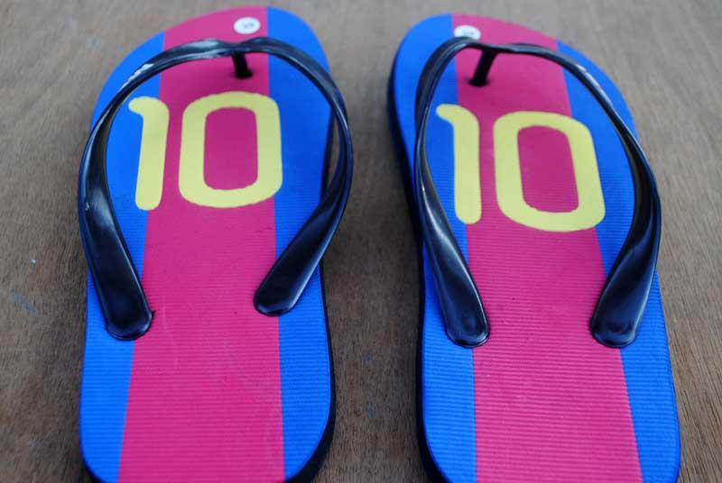 sandal-olah-raga-sepak-bola