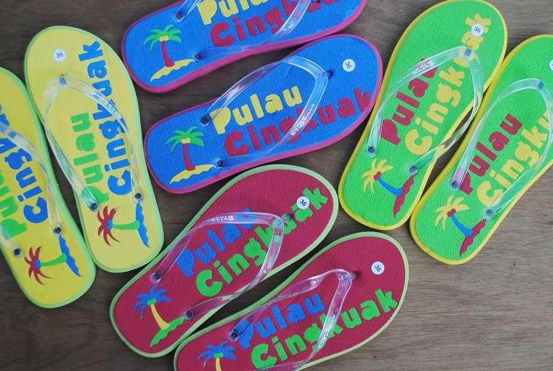 sandal-wisata-pulau-cingkuak-sumatera-barat