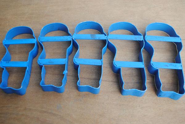 membuat-sandal-boneka-anak-dengan-bentuk-khusus