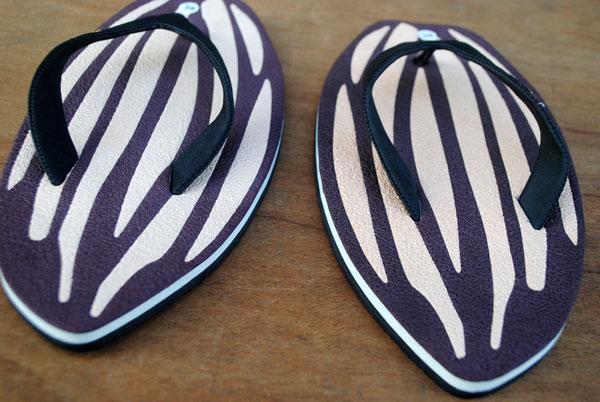 sandal-dengan-desain-motif-khusus