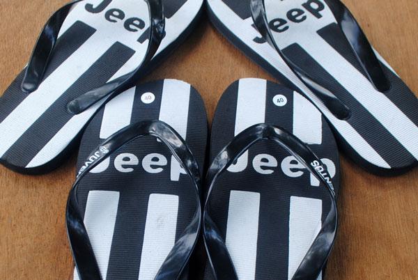 sandal-penggemar-sepak-bola