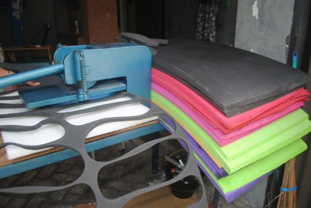 alat-produksi-sandal-yang-handal-dan-awet