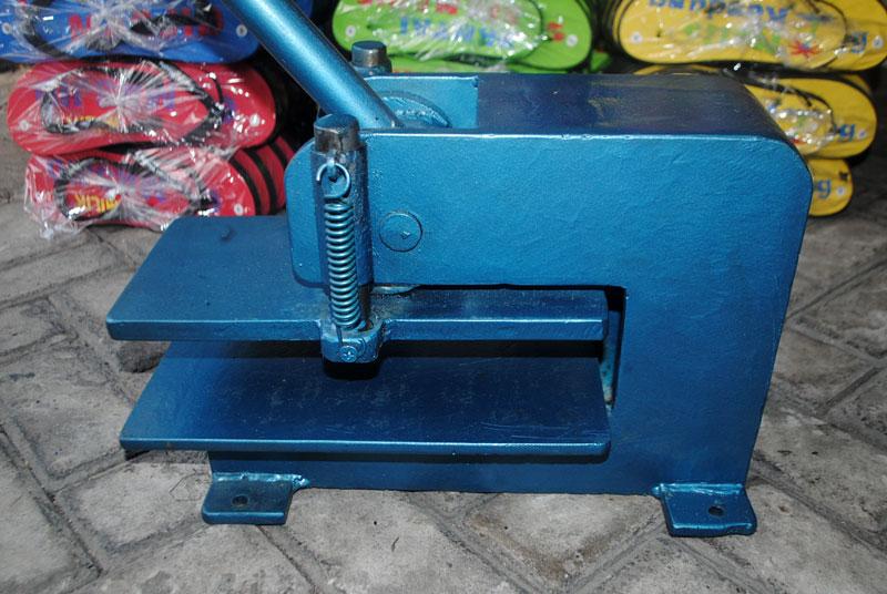 mesin-pres-khusus-untuk-memotong-bahan-sandal