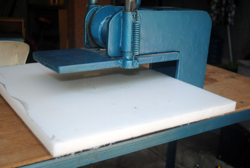mesin-pres-sandal-siap-digunakan
