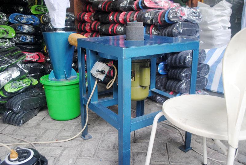 mesin-selep-atau-gerinda-alat-untuk-tahap-akhir-pada-pembuatan-sandal