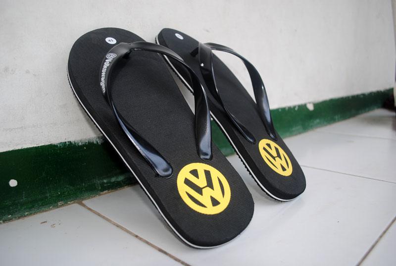 Hasil sandal setelah jadi warna kuning