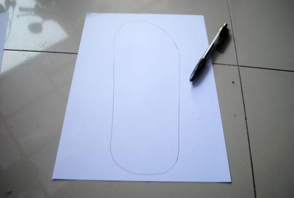 Bentuk profil pisau sandal hotel yang sudah disalin diatas kertas