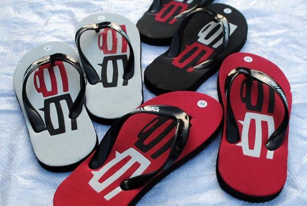 Souvenir sandal Jorge Lorenzo juara MotoGP 2015