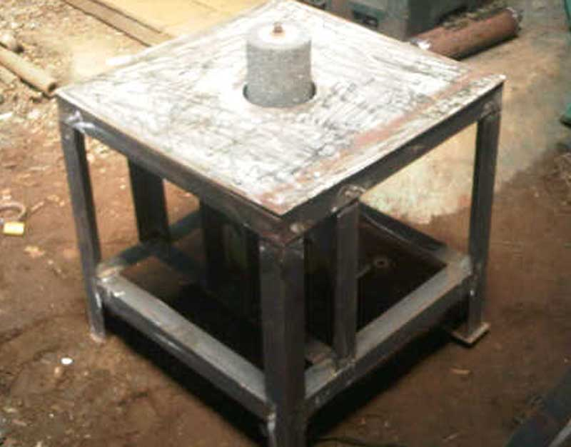 mesin-gerinda-yang-sedang-dibuat manual
