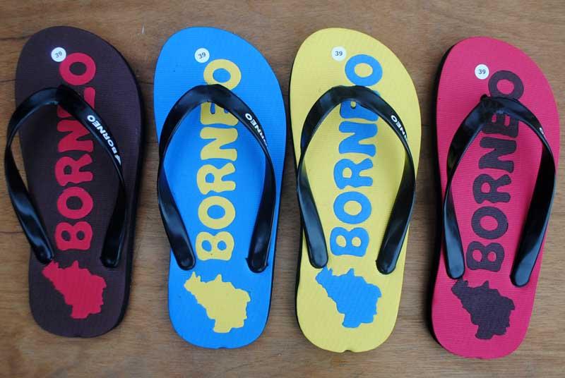 Bentuk pulau Kalimantan jadi motif unik sandal souvenir borneo