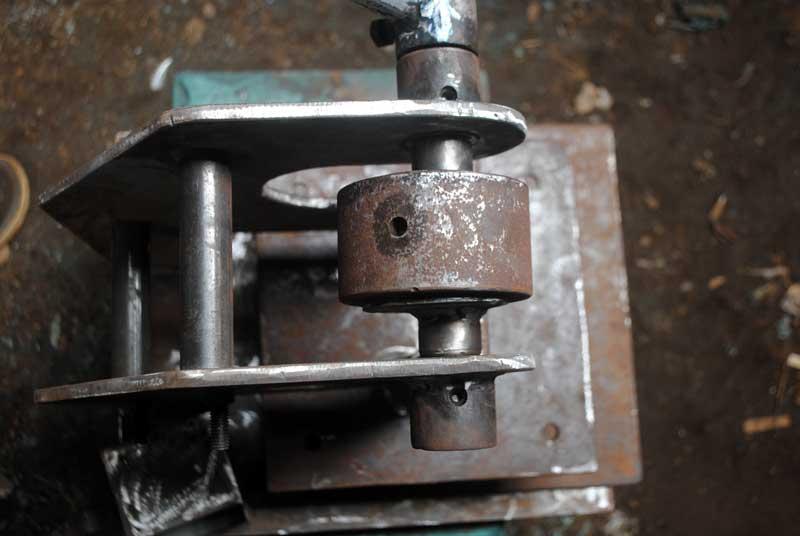 industri-rumahan-untuk-membuat-sandal-dan-dompet
