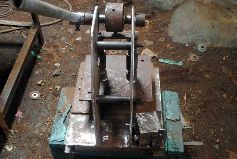 mesin-hot-pres-yang-sedang-dibuat