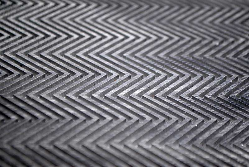 motif-out-sole-sederhana-segitiga