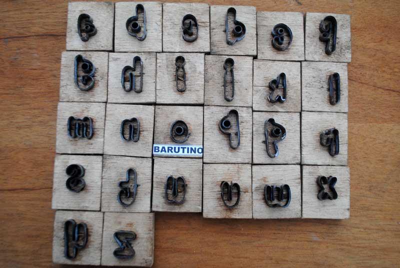 pisau-huruf-abjad-untuk-sandal-nama