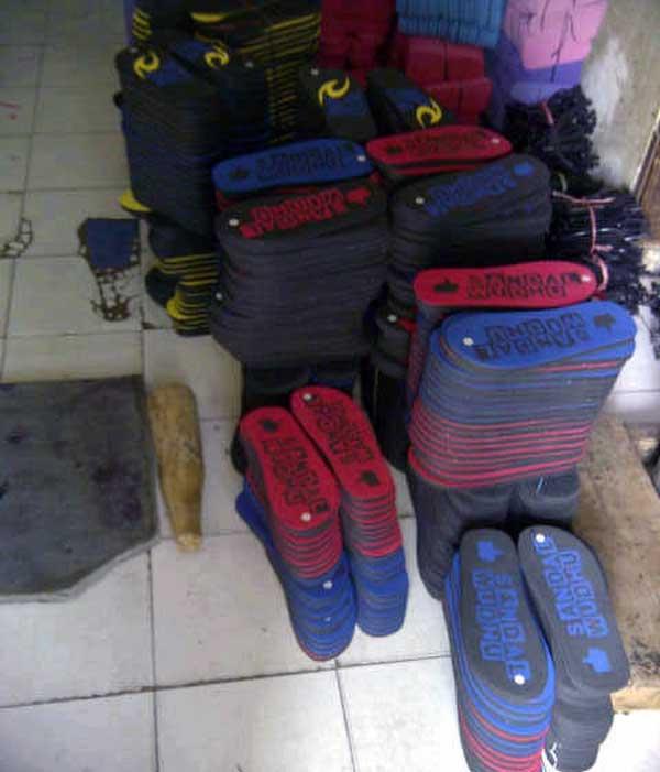 sandal-yang-sudah-siap-dan-untuk-dipasarkan