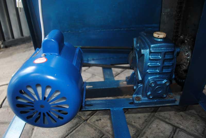 kecepatan-produksi-naik-dengan-mesin-rol-sandal-dinamo