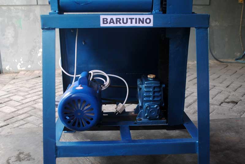 Menghitung jam kerja mesin rol untuk produksi sandal 50.000 pasang per bulan