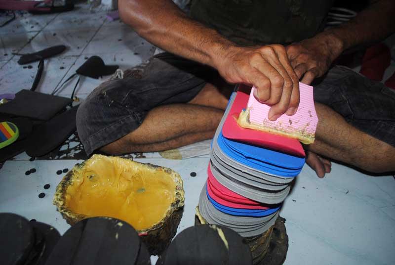 cara-pengeleman-sandal