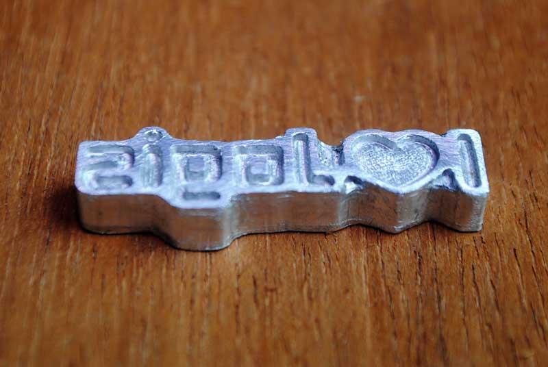 Cetakan loging untuk membuat merk pada tali japit sandal