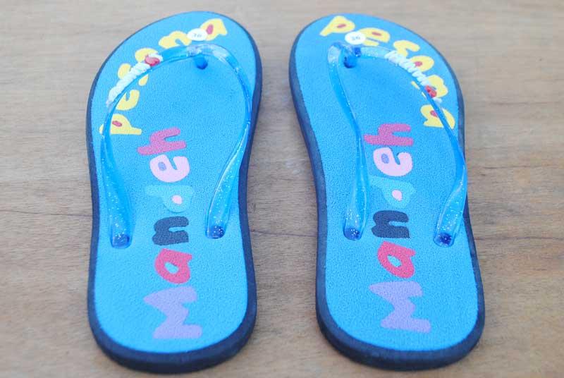 warna-warni-sandal-wisata-sumatera-barat