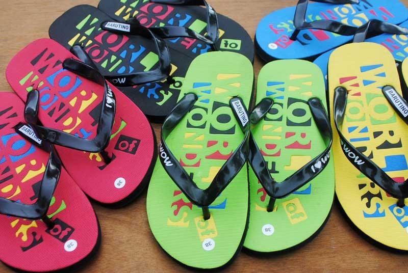 Campuran warna rumit untuk sandal tempat rekreasi di World of Wonders