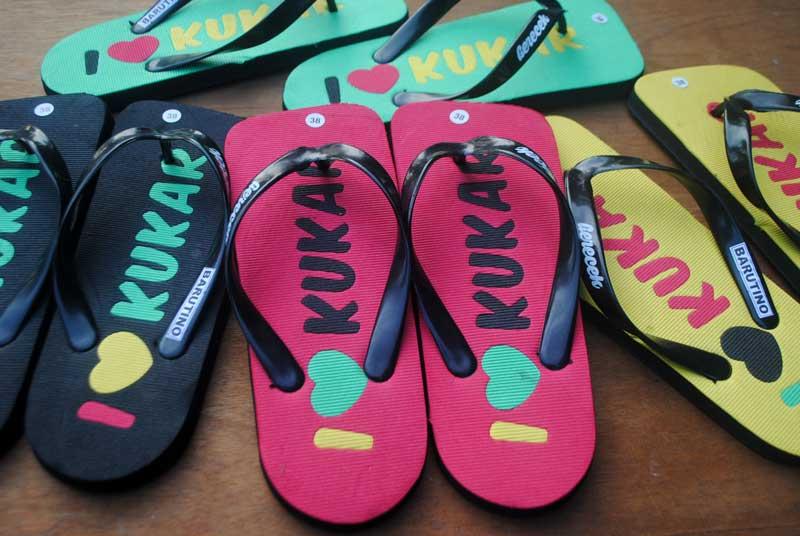 Bentuk semi kotak untuk sandal I love Kutai Kartanegara