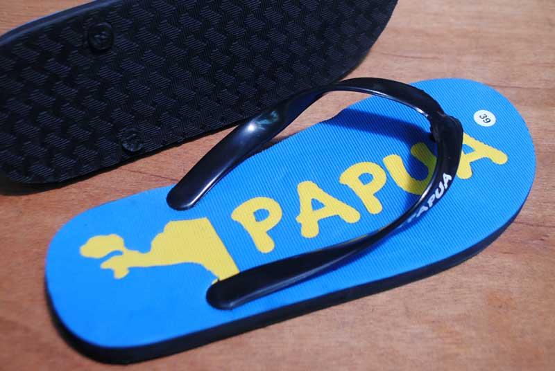sandal-dengan-desain-khusus-wisata
