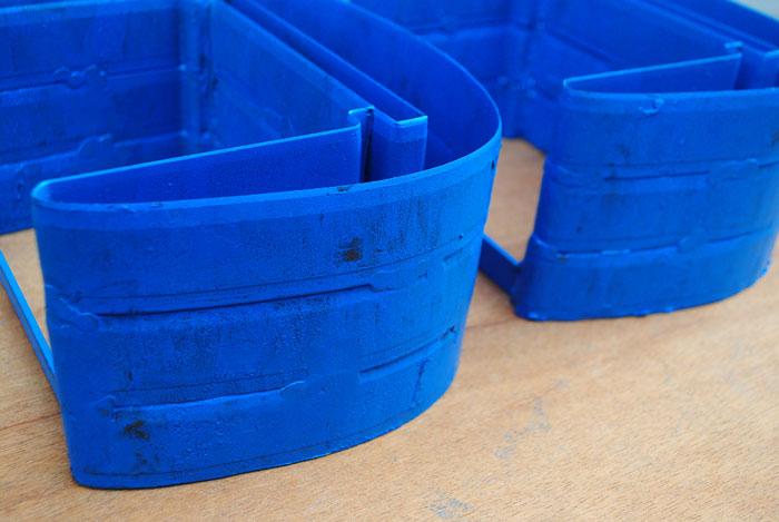 Memotong bahan yang tebal bisa diatasi dengan cara menumpuk dua atau lebih pisau pond