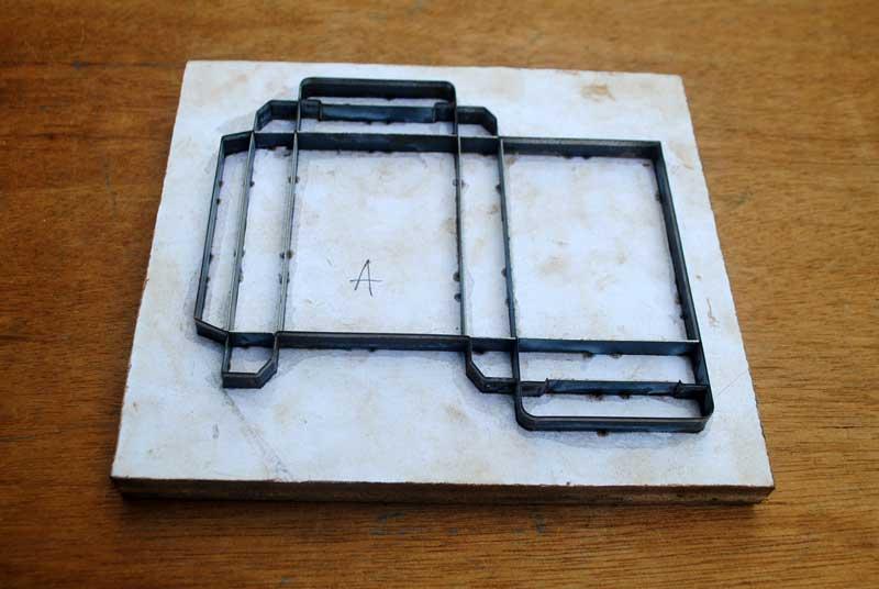 Membuat kotak kemasan peralatan mandi di hotel