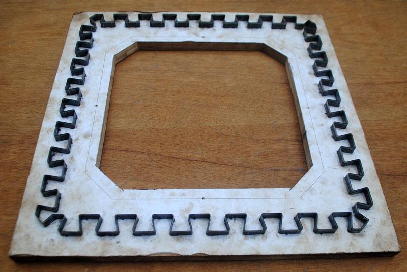 Pisau potong untuk buat tikar puzzle berbahan spon eva