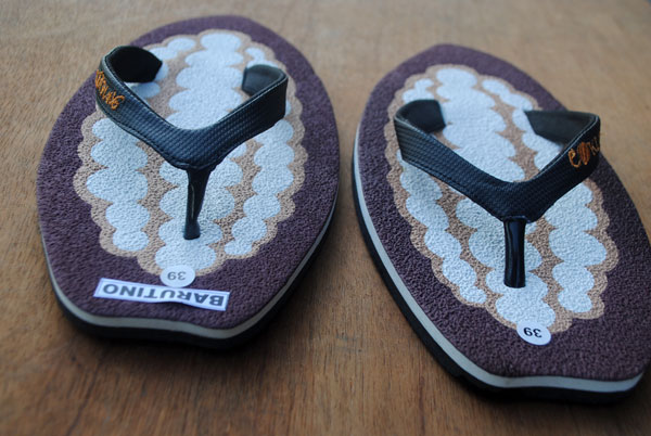 bentuk-pisau-sandal-sesuai-motif-dengan-desain-yang-lucu