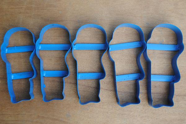 Pisau sandal bisa dibentuk sesuai dengan motif gambar sandalnya