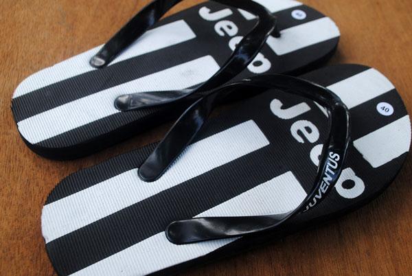 sandal-khusus-olah-raga-sepak-bola