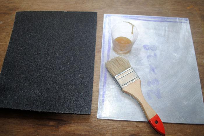 Membuat cetakan motif kulit jeruk menggunakan kertas amplas
