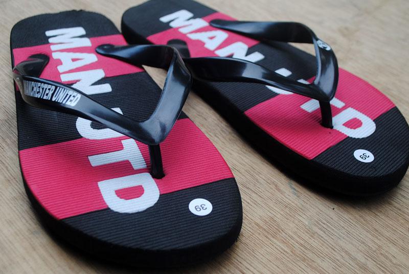 sandal-sepak-bola