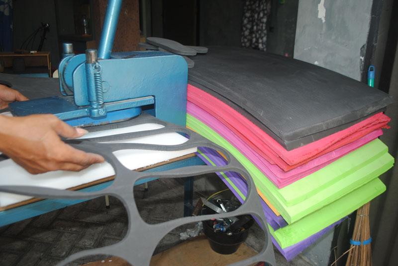 mesin-sandal-siap-untuk-produksi-home-industri