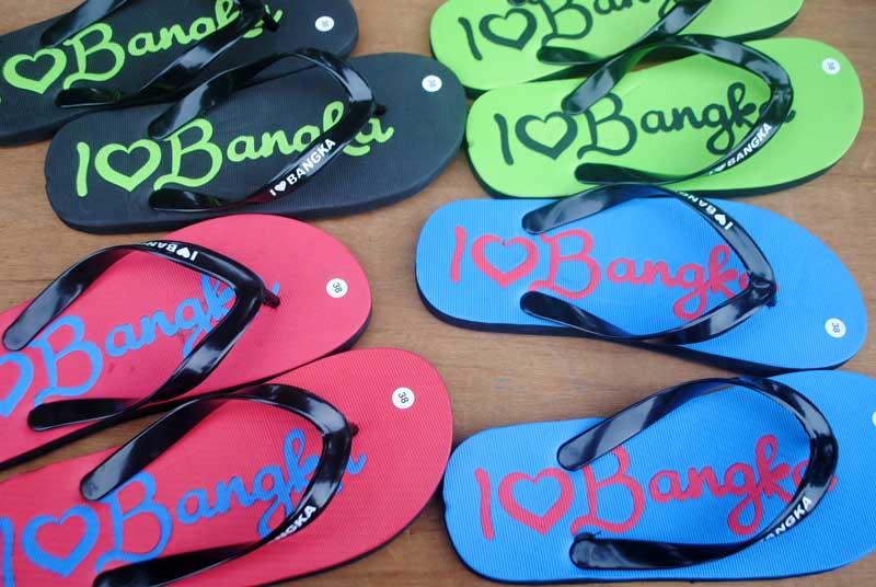 sandal-wisata-pantai-bangka