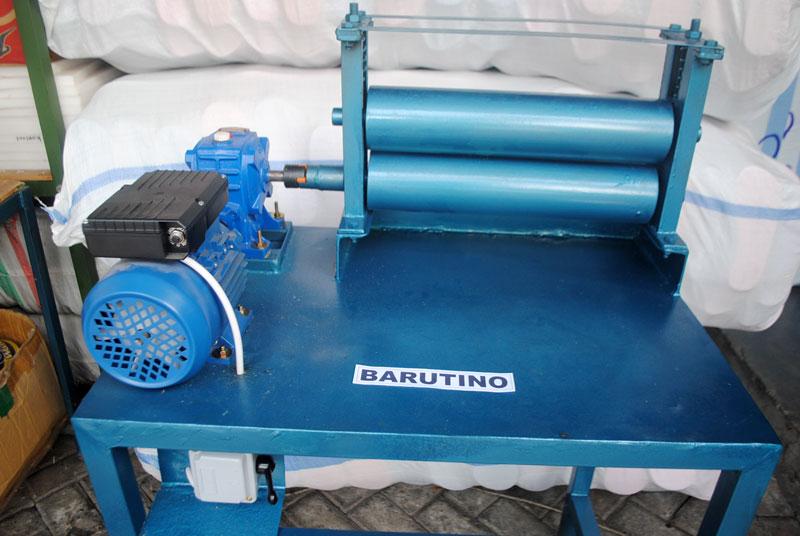 Mesin rol sandal yang dilengkapi dengan dinamo motor dan gear box