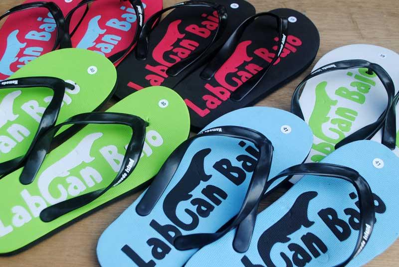 Souvenir sandal obyek wisata Labuan Bajo